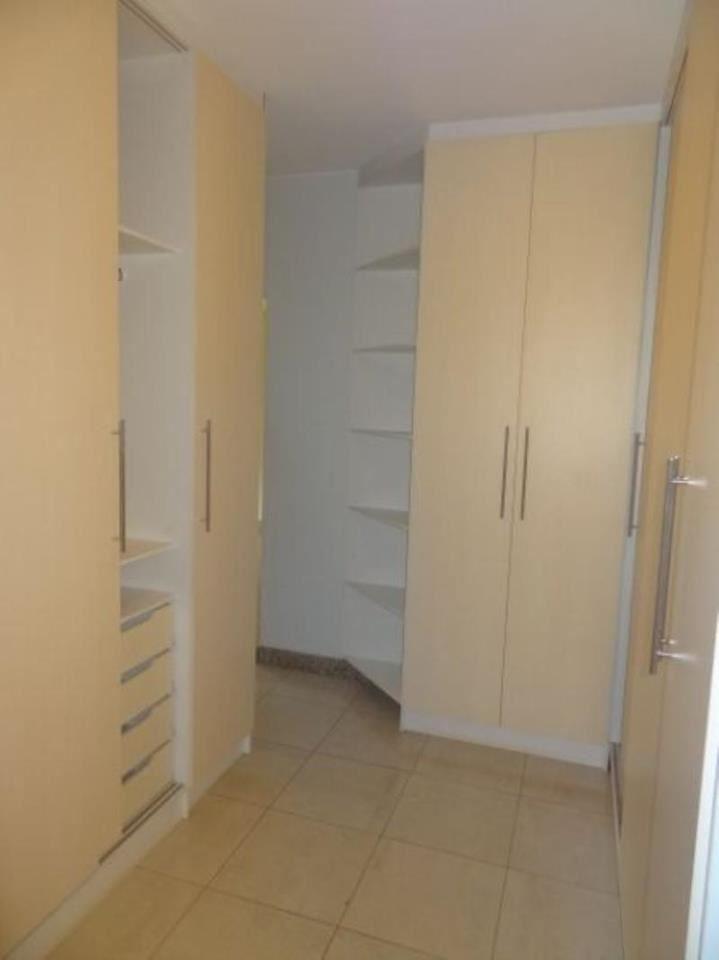 074 - Closet 29/32