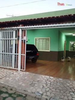 Casa à venda QI 12   04 quartos, armários, frente livre
