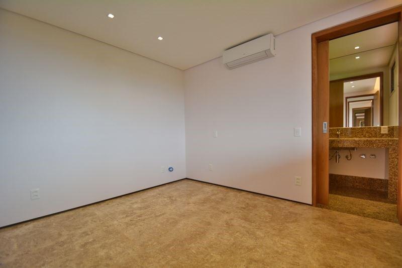 12 - Suite 01 12/31