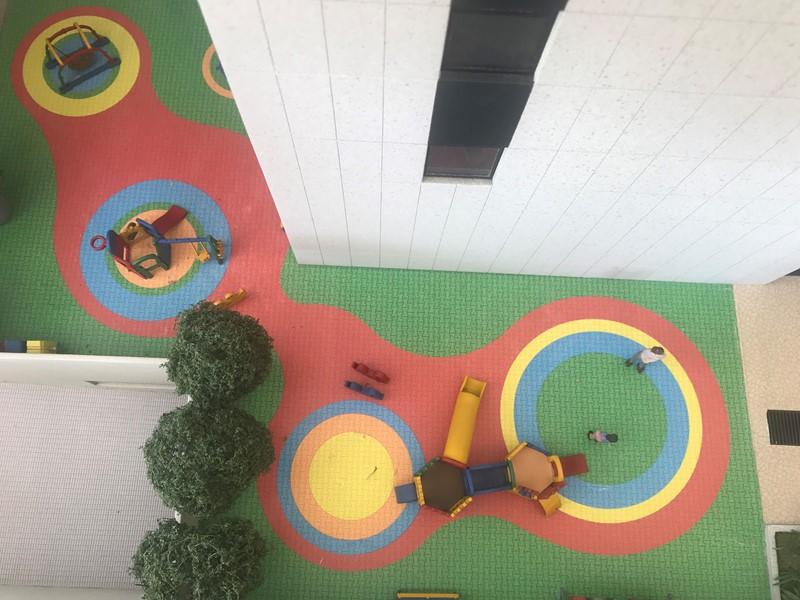Playground 8/10